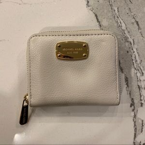Michael Kors Leather wallet!